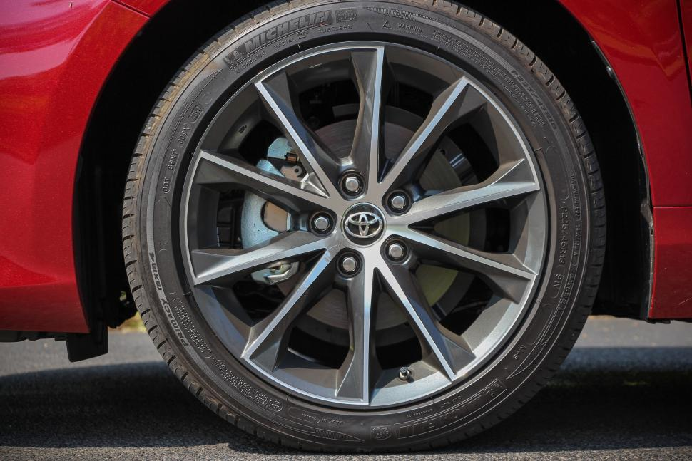 2015 Toyota Camry Wheels 2015-toyota-camry-wheel-red